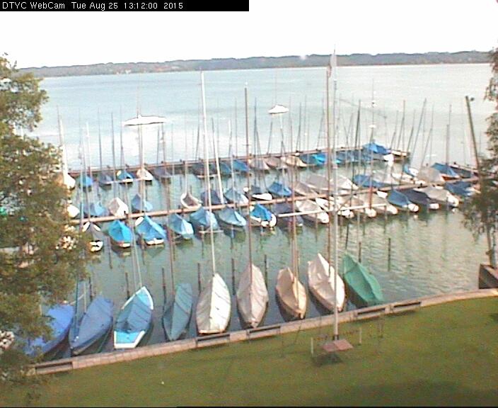 Unsere Webcam zeigt den aktuellen Blick vom Dach des DTYC-Clubhauses Richtung Osten. Die Bilddaten werden von 5:00 bis 22:00 Uhr alle drei Minuten aktualisiert.