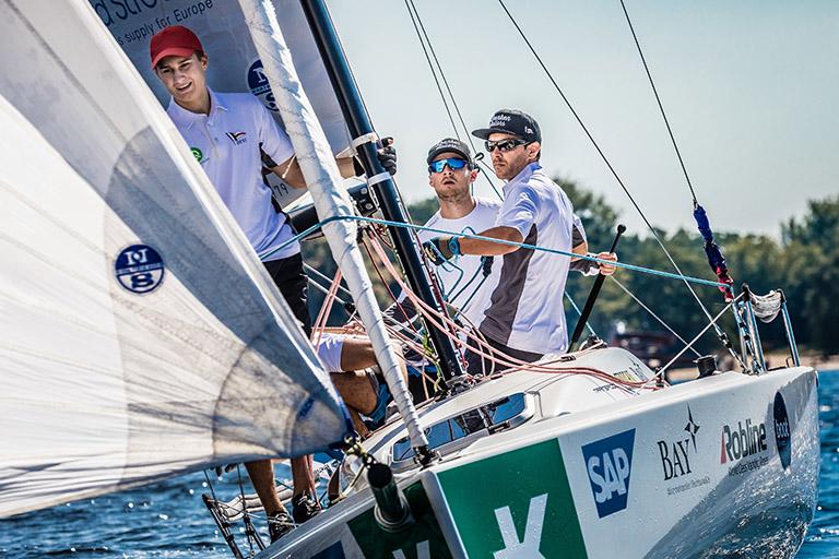 4.Spieltag  der Segelbundesliga in Berlin -  endlich kommt der Wind  DTYC Team auf Rang 6